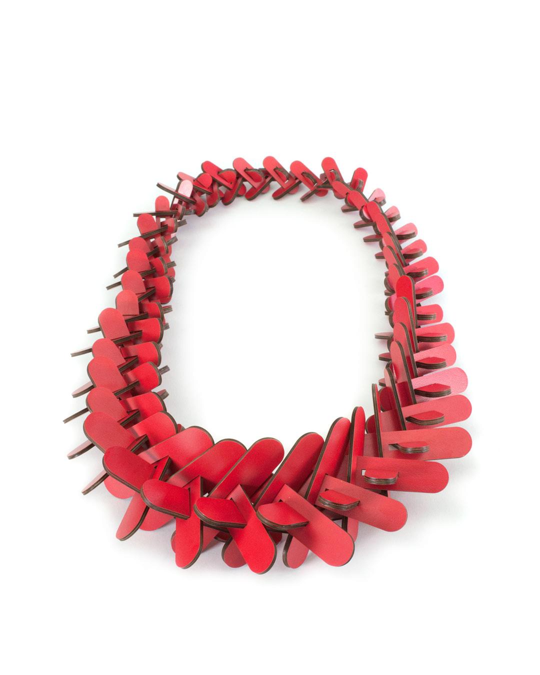 Rebecca Hannon, Tapered Crown-of-Thorns, 2016, neckpiece; laminate, 360 x 180 x 65 mm, €2910