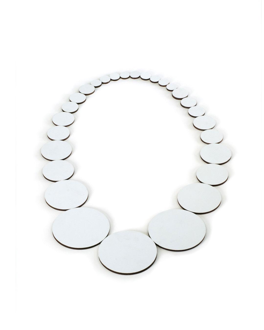Rebecca Hannon, Flat Pearls, 2013, neckpiece; laminate, 300 x 220 x 2 mm, €850