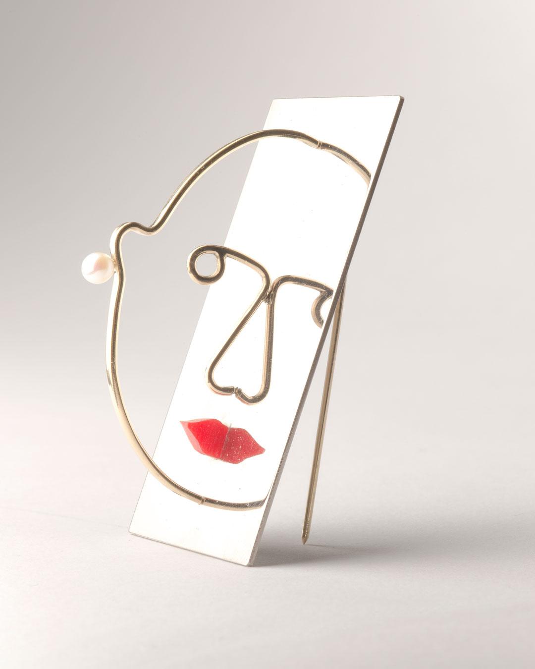 Herman Hermsen, Vanity, 2019, brooch; white gold, yellow gold, pearl, plastic, 60 x 40 x 30 mm, €4850