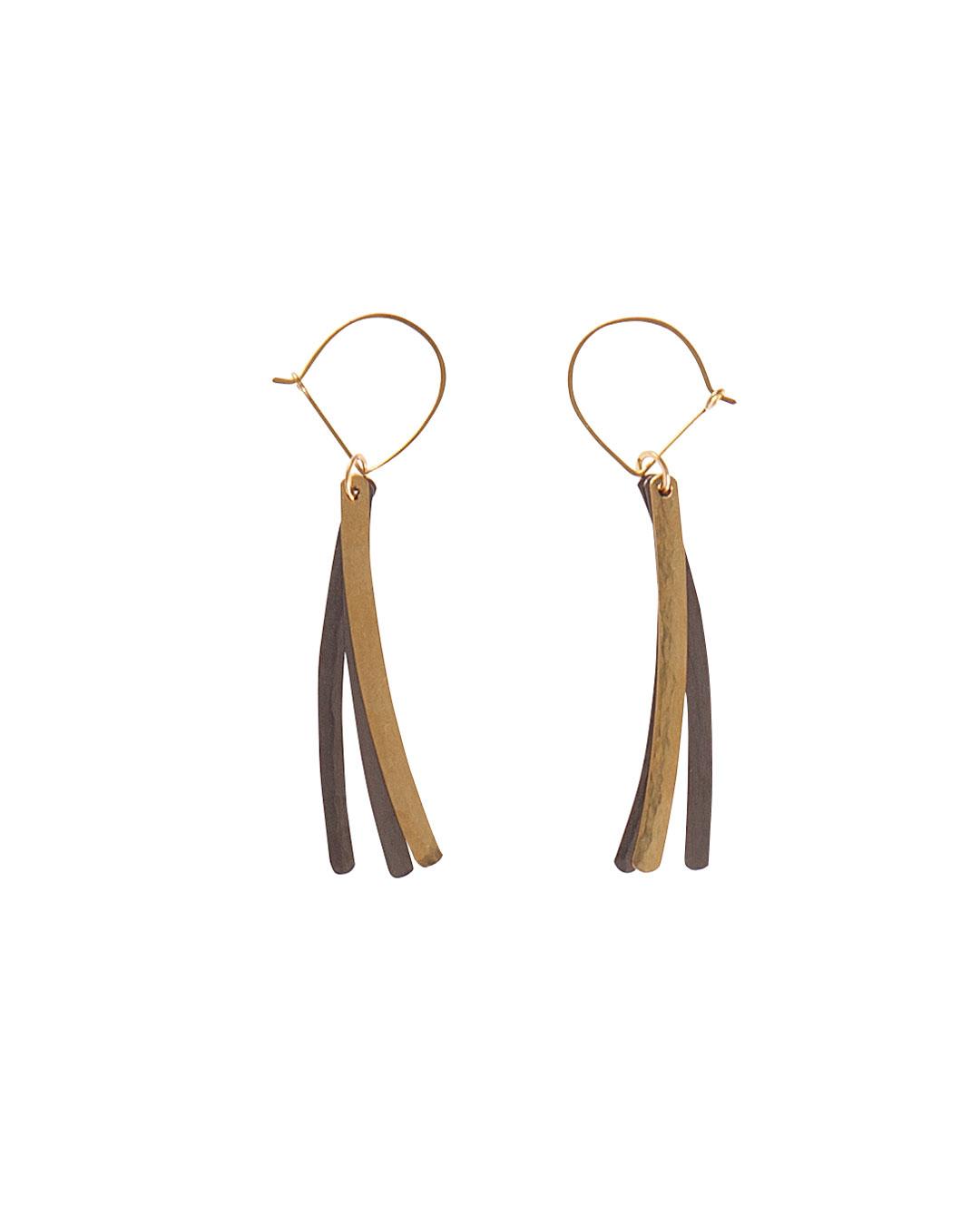 Annelies Planteijdt, Mooie Stad – Zwarte gouden kristal (Beautiful City - Black Gold Crystal), 2015, earrings; gold, tantalum, 60 x 90 mm, €850