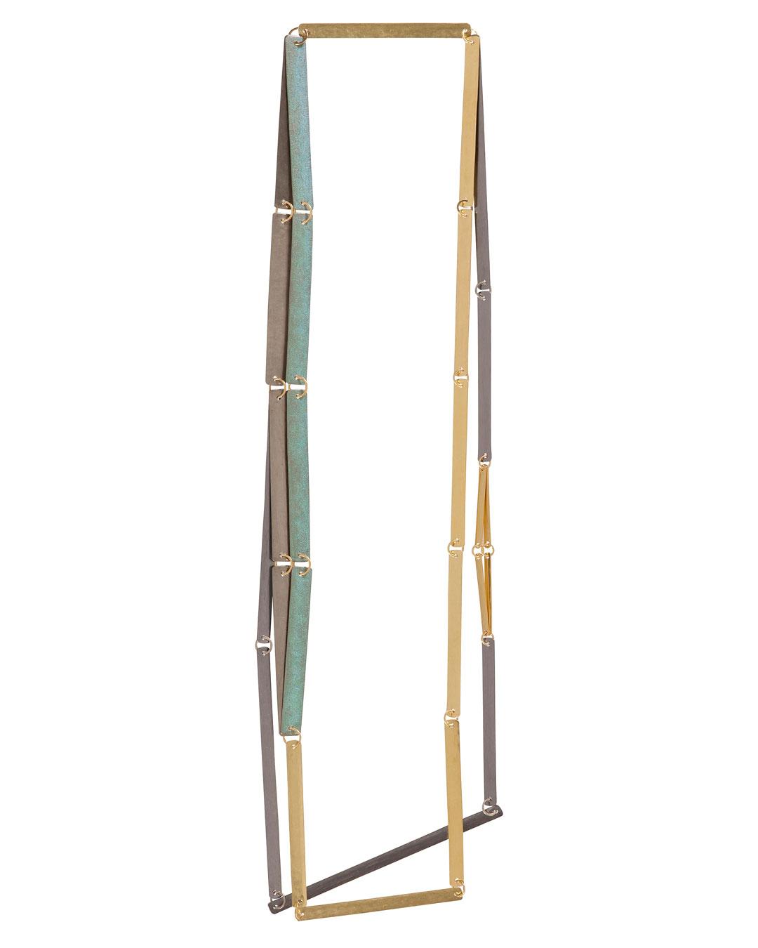 Annelies Planteijdt, Mooie stad – Collier en theedoeken (Beautiful City - Necklace with Tea Towels), 2017, necklace; gold, tantalum, titanium, pigment, 180 x 360 mm, €7450 (image 2/3)