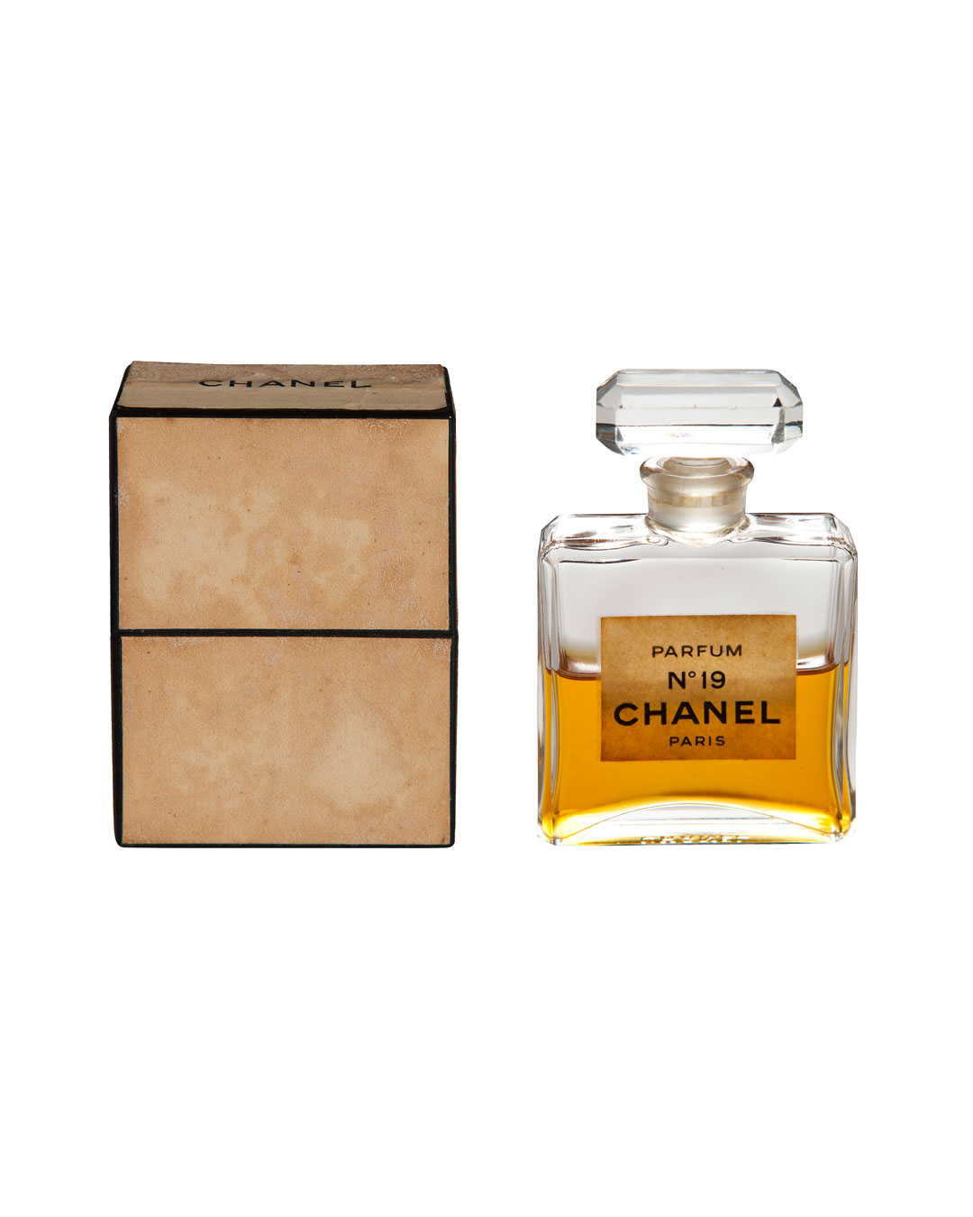 Annelies Planteijdt, Mooie stad – Collier en Chanel no.19 (Beautiful City - Necklace with Chanel no.19), 2017, bottle of Chanel no.19 (image 3/3)