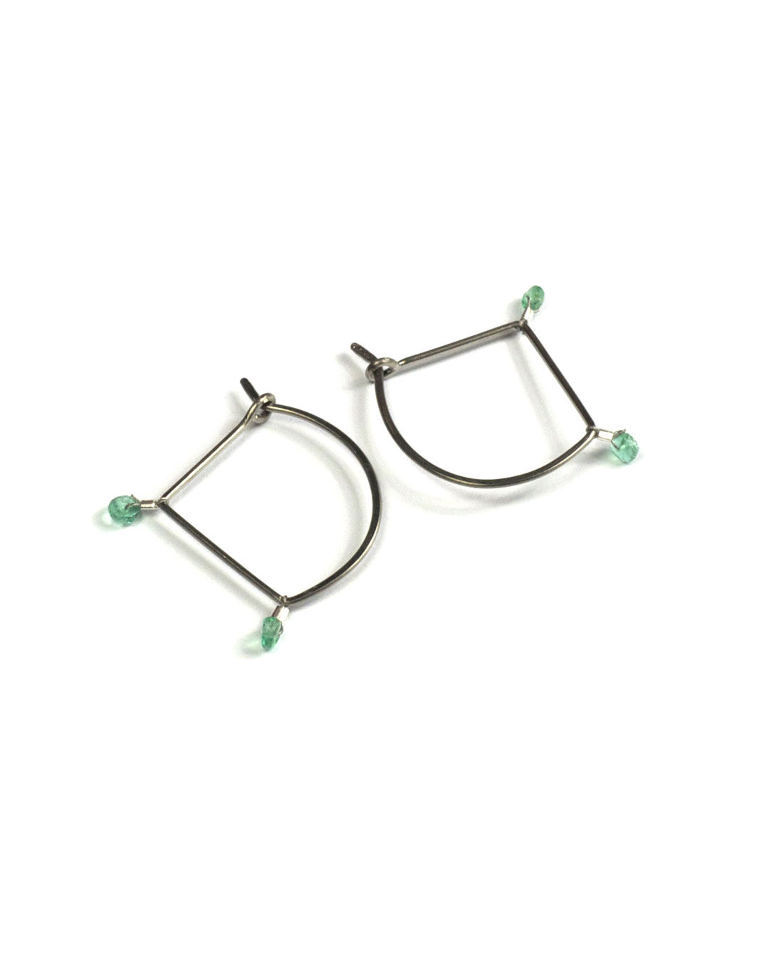 Annelies Planteijdt, Crystals with Emerald, 2017, earrings; gold, emerald, 22 x 20 x 2 mm, €210