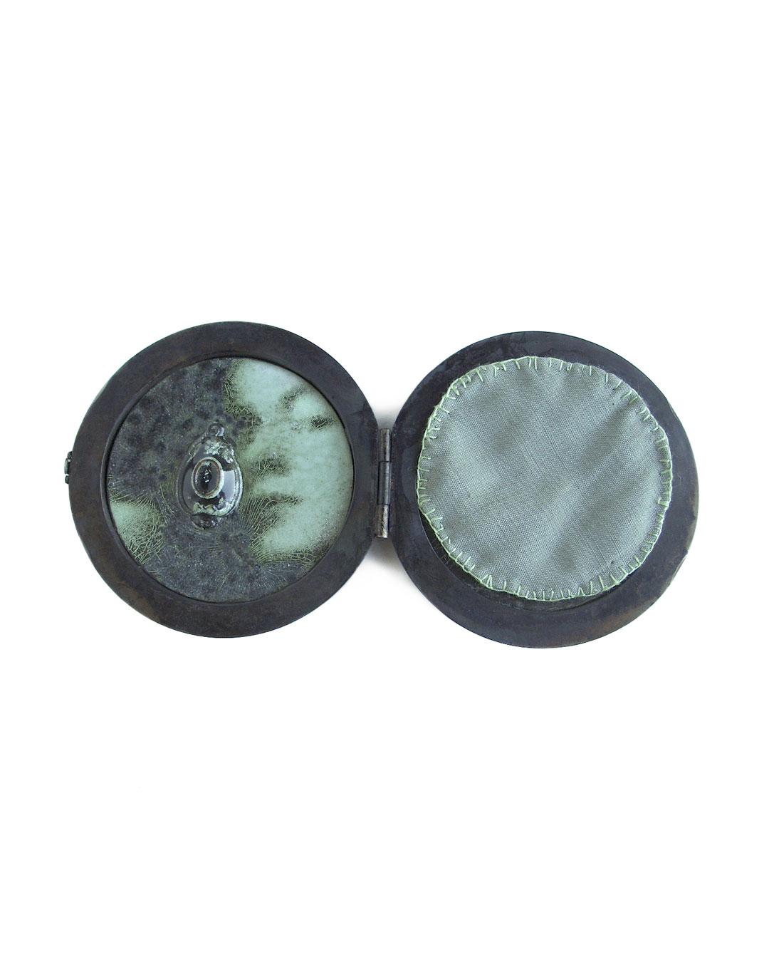 Vera Siemund, untitled, 2006, brooch; iron, enamel, copper, 130 x 65 x 10 mm (ø 65 mm), €1455
