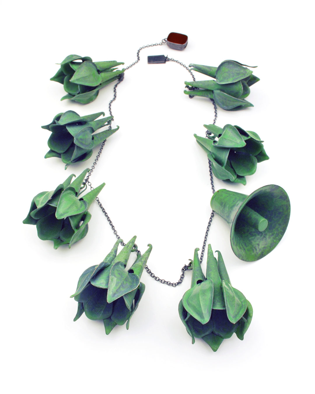 Vera Siemund, untitled, 2018, necklace; enamelled copper, silver, glass, 260 x 370 x 6 mm, €5080