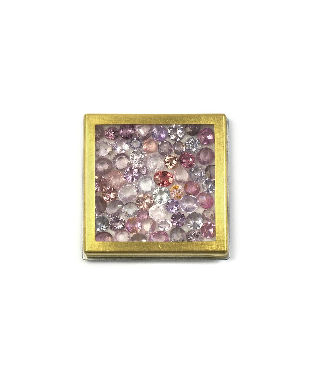 Etsuko Sonobe, untitled, 2009, brooch; 20ct gold, agate, 38 x 38 x 7 mm, €3500