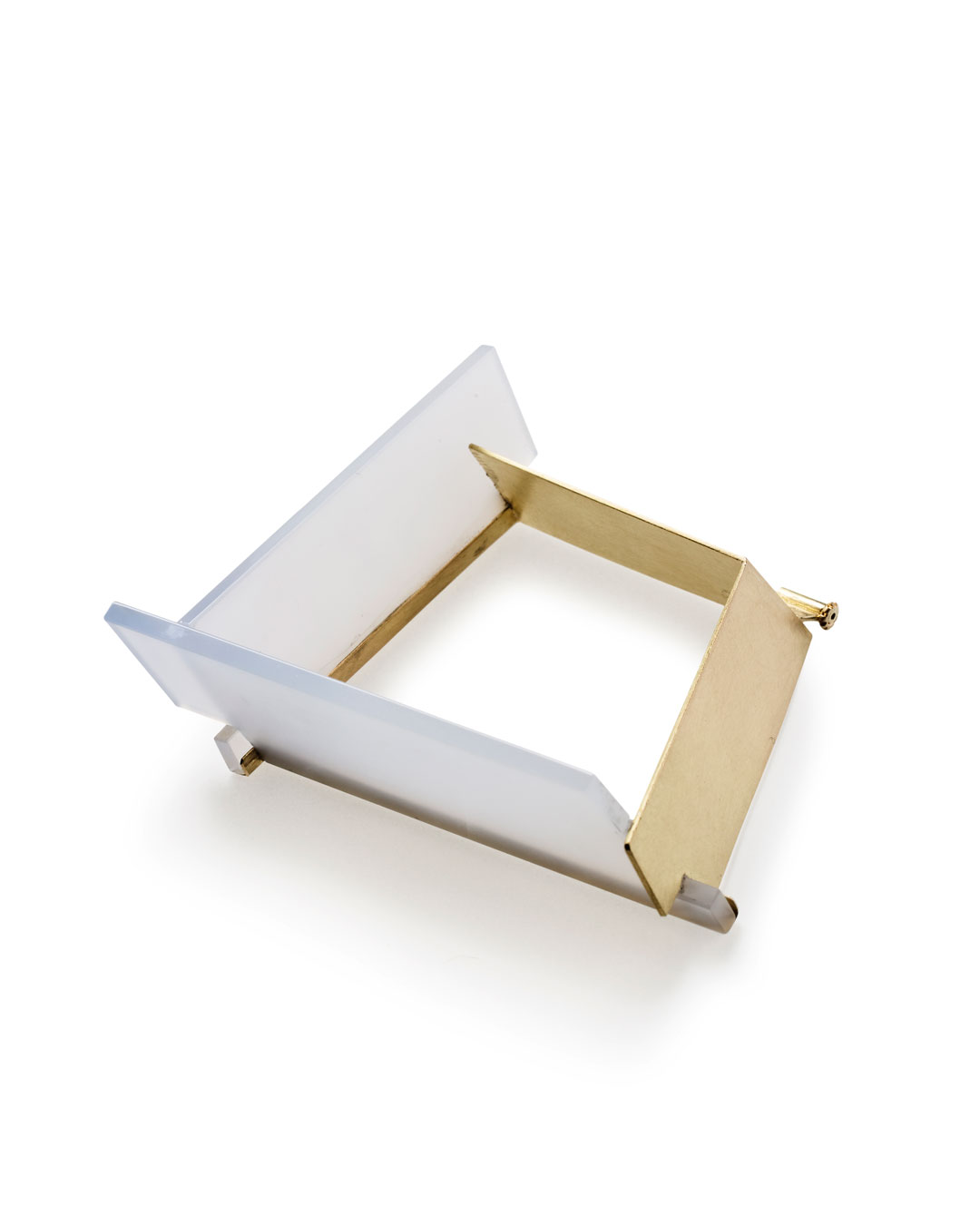 Etsuko Sonobe, untitled, 2013, brooch; 20ct gold, chalcedony, 67 x 57 x 22 mm, €4200