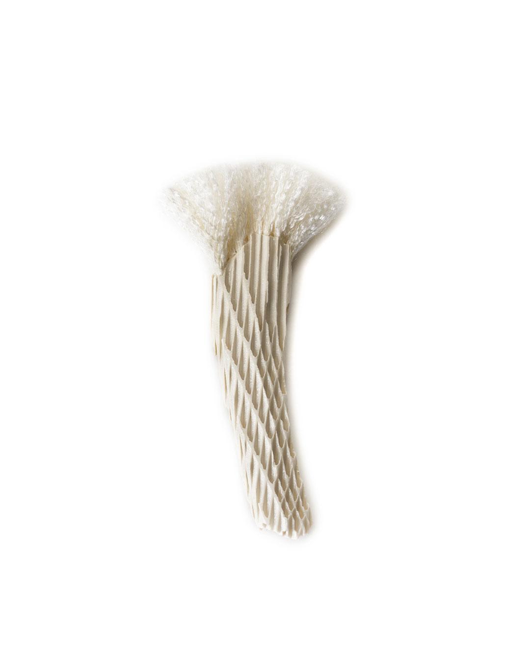 Silke Trekel, Homage to Meret, 2014, brooch; porcelain, silver, thread, 120 x 35 x 8 mm, €610