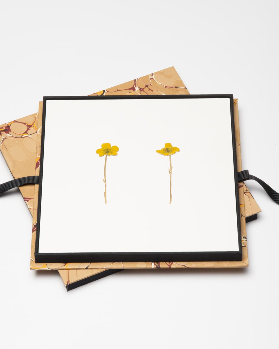 Christopher Thompson Royds, Natura Morta: buttercup, 2019, drop earrings; 18ct gold, hand-painted, diamonds, 70 x 20 mm, €1750 (image 1/2)