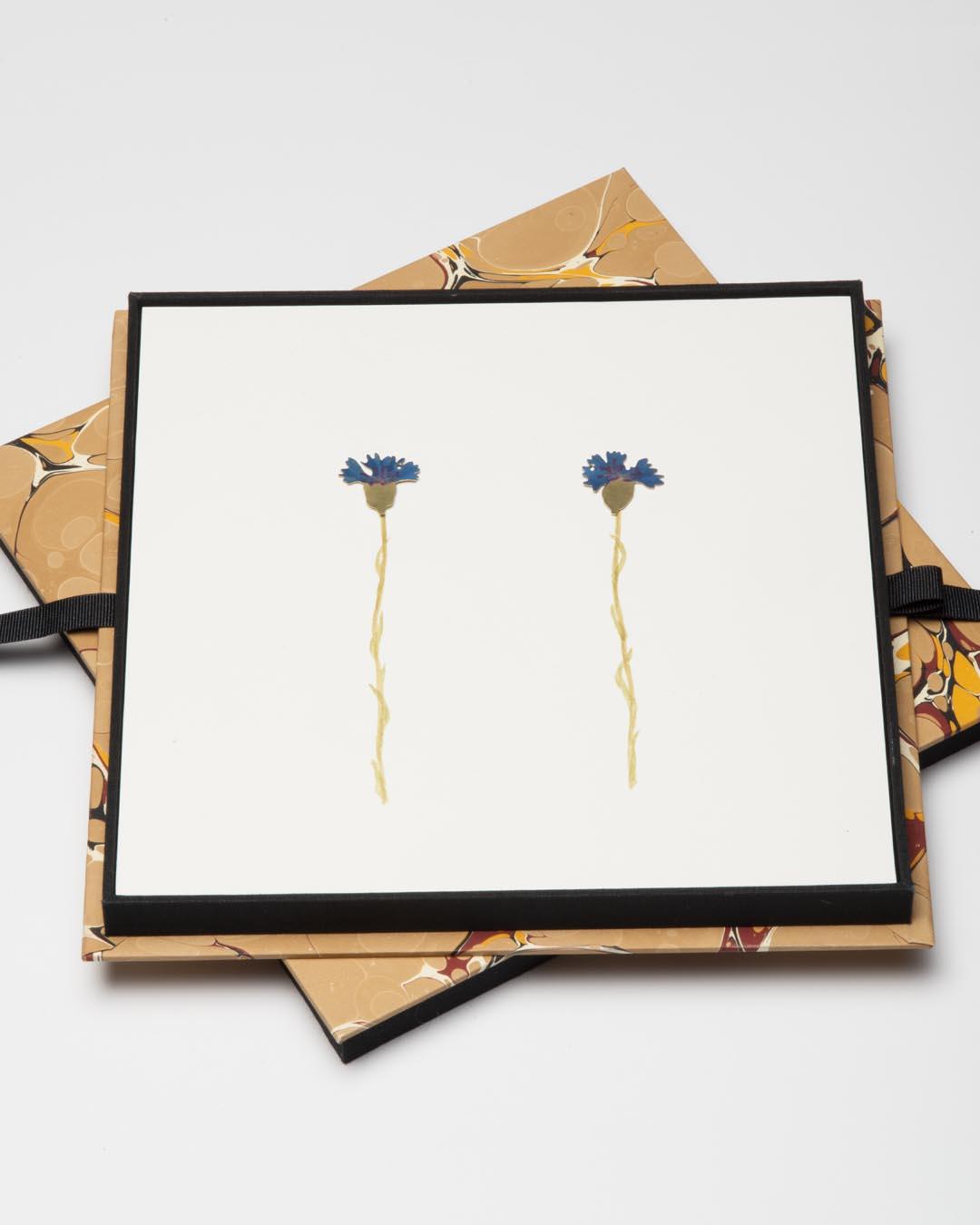 Christopher Thompson Royds, Natura Morta: cornflowers, 2019, stud earrings; 18ct gold, hand-painted, diamonds, 20 x 20 mm, €1150 (image 1/2)