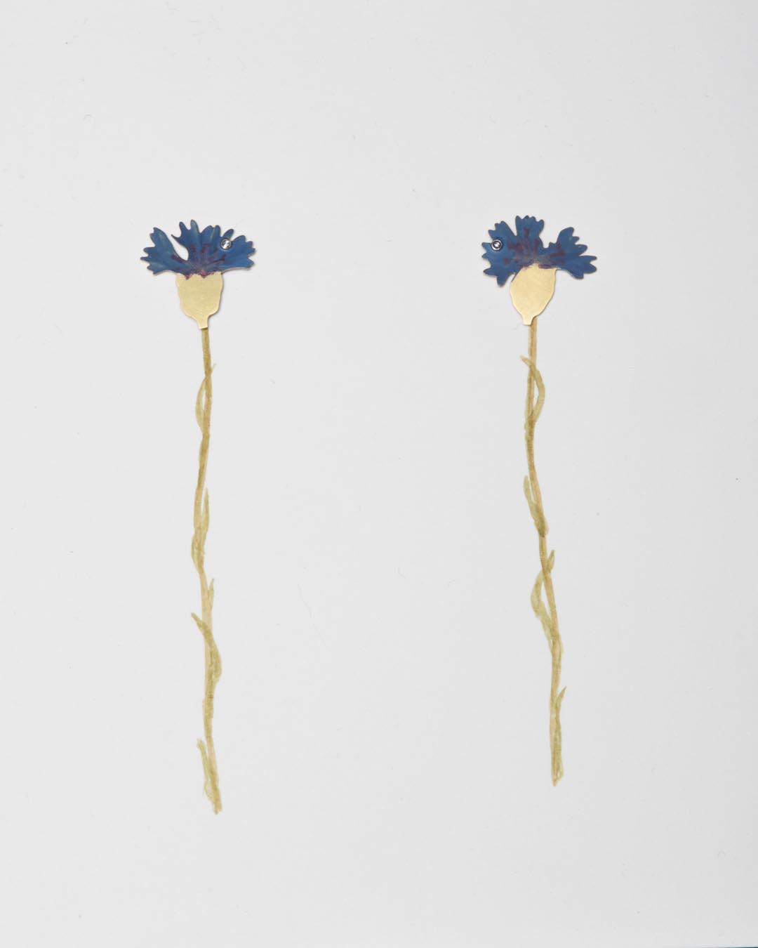 Christopher Thompson Royds, Natura Morta: cornflowers, 2019, stud earrings; 18ct gold, hand-painted, diamonds, 20 x 20 mm, €1150 (image 2/2)
