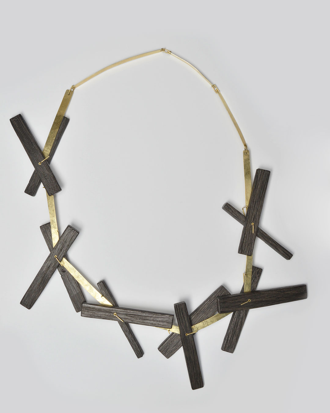 Antje Bräuer, Kreuze II (Crosses II), 2017, necklace; bog oak from the Elbe, 14ct gold, 350 x 200 x 20 mm, €8480