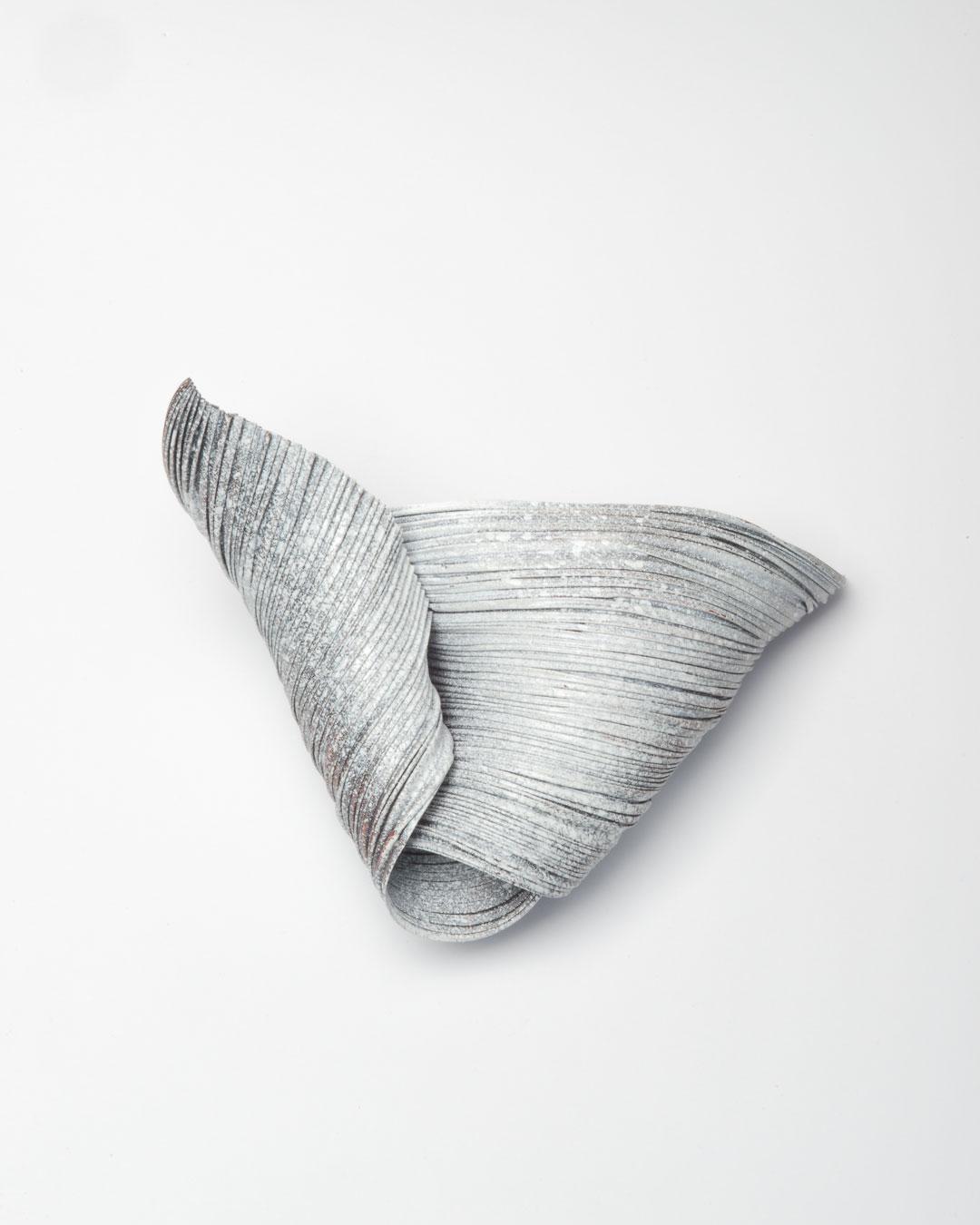 Li Liang, Nr. 2: Line, 2018, brooch; copper, 100 x 140 x 50 mm, €1650