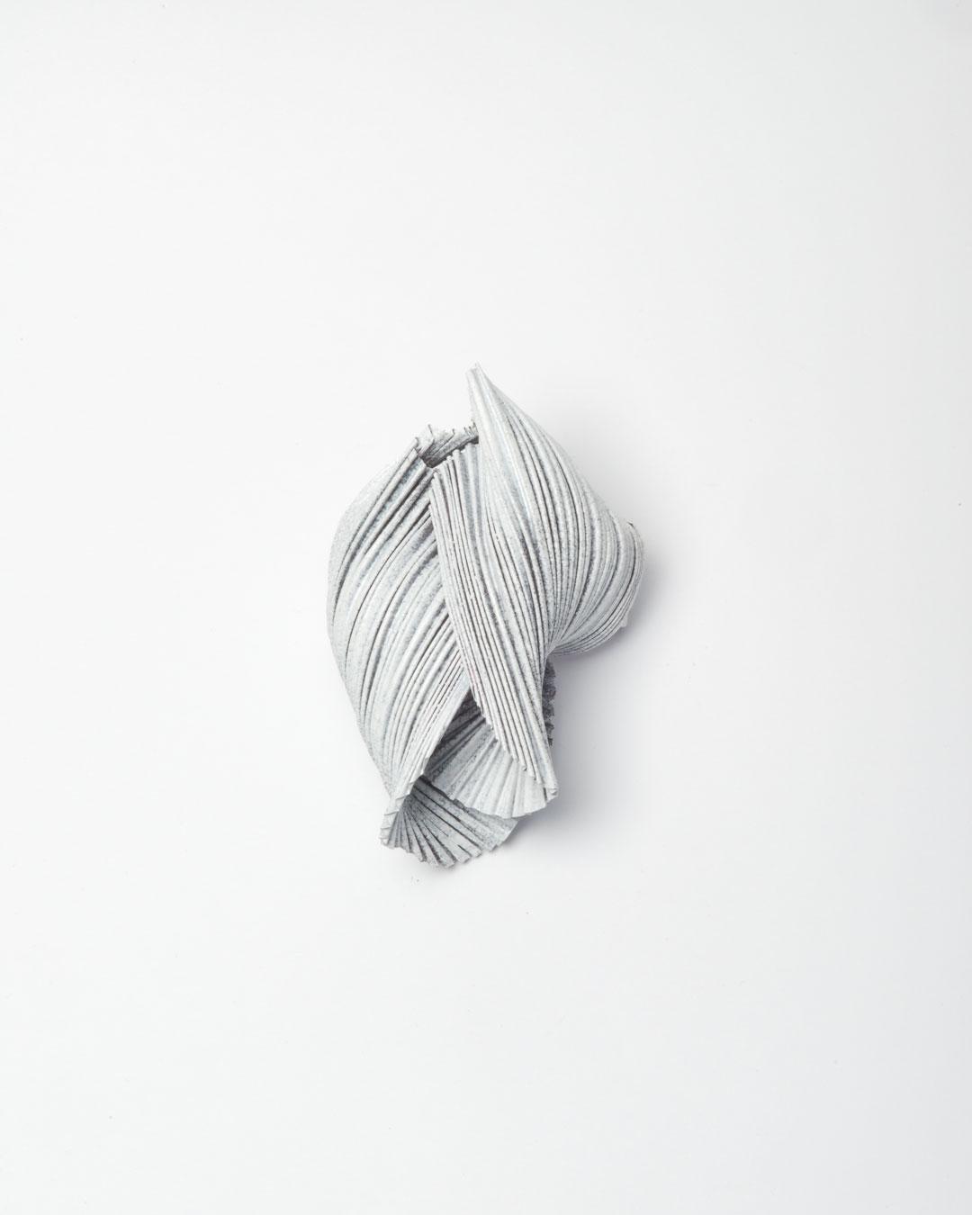 Li Liang, Nr. 6: Line, 2018, brooch; copper, 60 x 40 x 40 mm, €1450