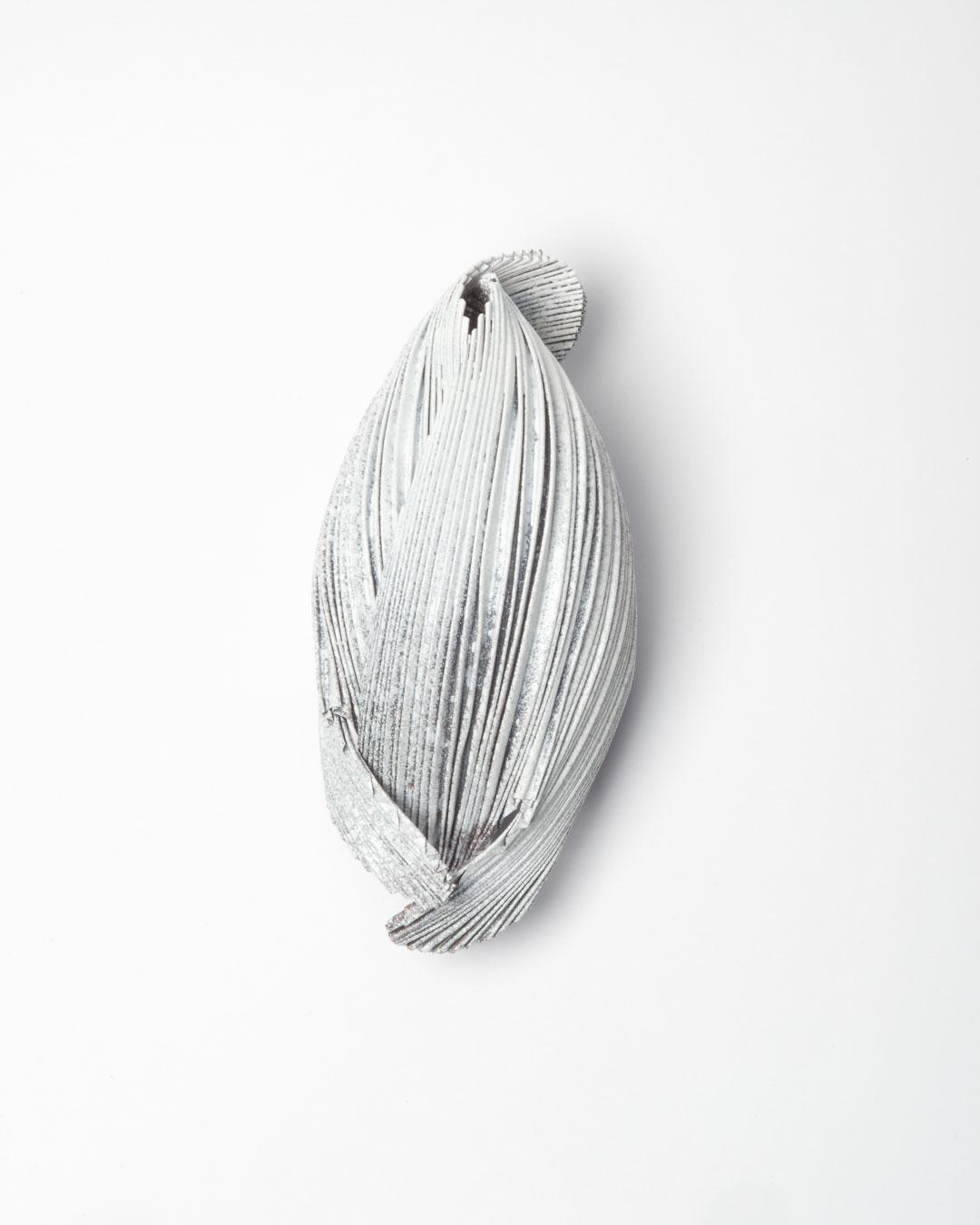 Li Liang. Nr. 4: Line, 2018, brooch; copper, 100 x 50 x 40 mm, €1650