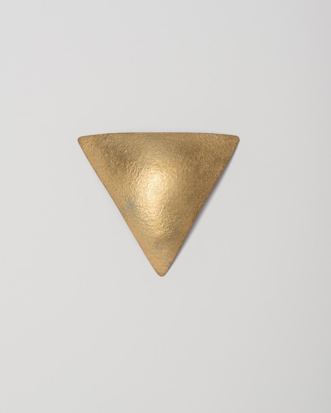 Yasuki Hiramatsu, untitled, brooch/pendant; gold-plated silver, €750