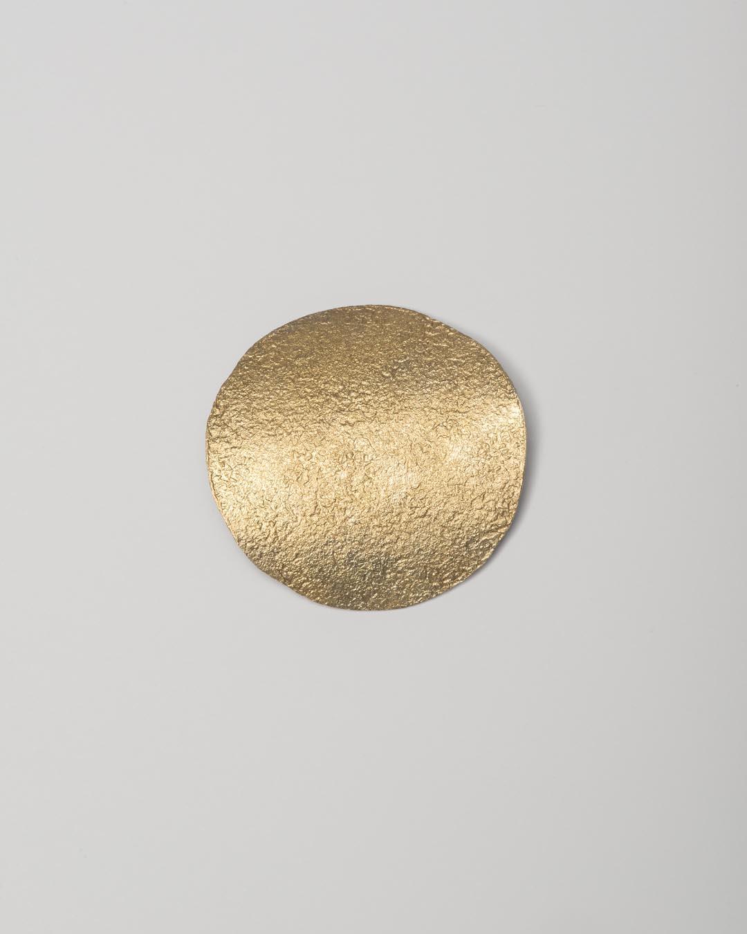 Yasuki Hiramatsu, untitled, brooch/pendant; gold-plated silver, 52 x 51 x 9 mm, €750