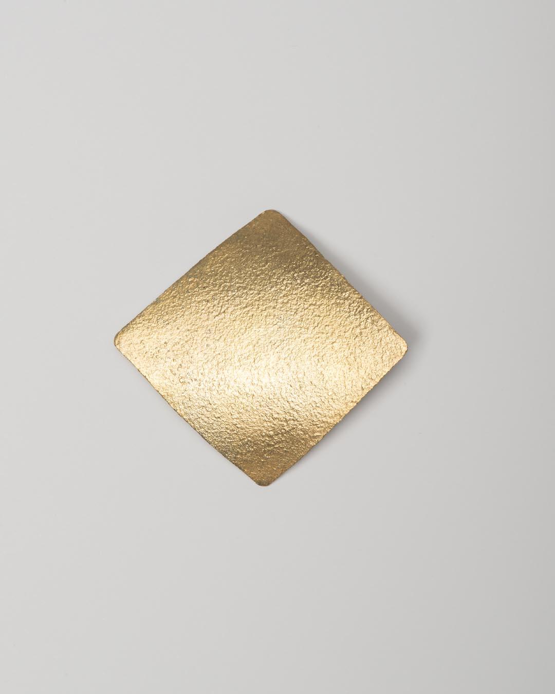 Yasuki Hiramatsu, untitled, brooch; gold-plated silver, 64 x 60 x 11 mm, €750