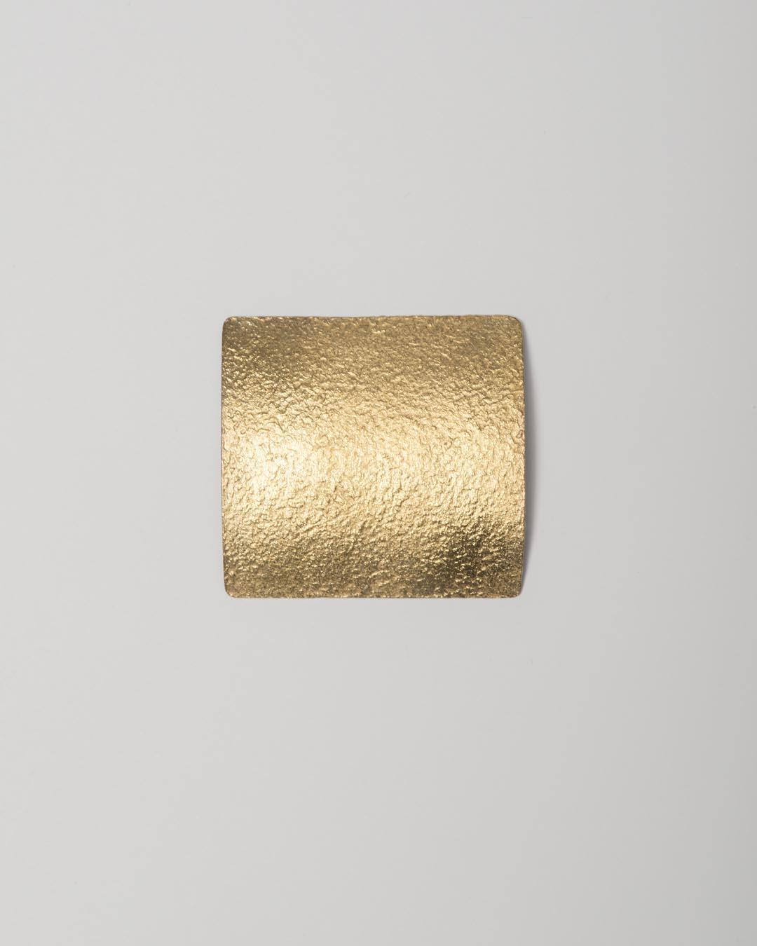 Yasuki Hiramatsu, untitled, brooch; gold-plated silver, 48 x 45 x 9 mm, €750