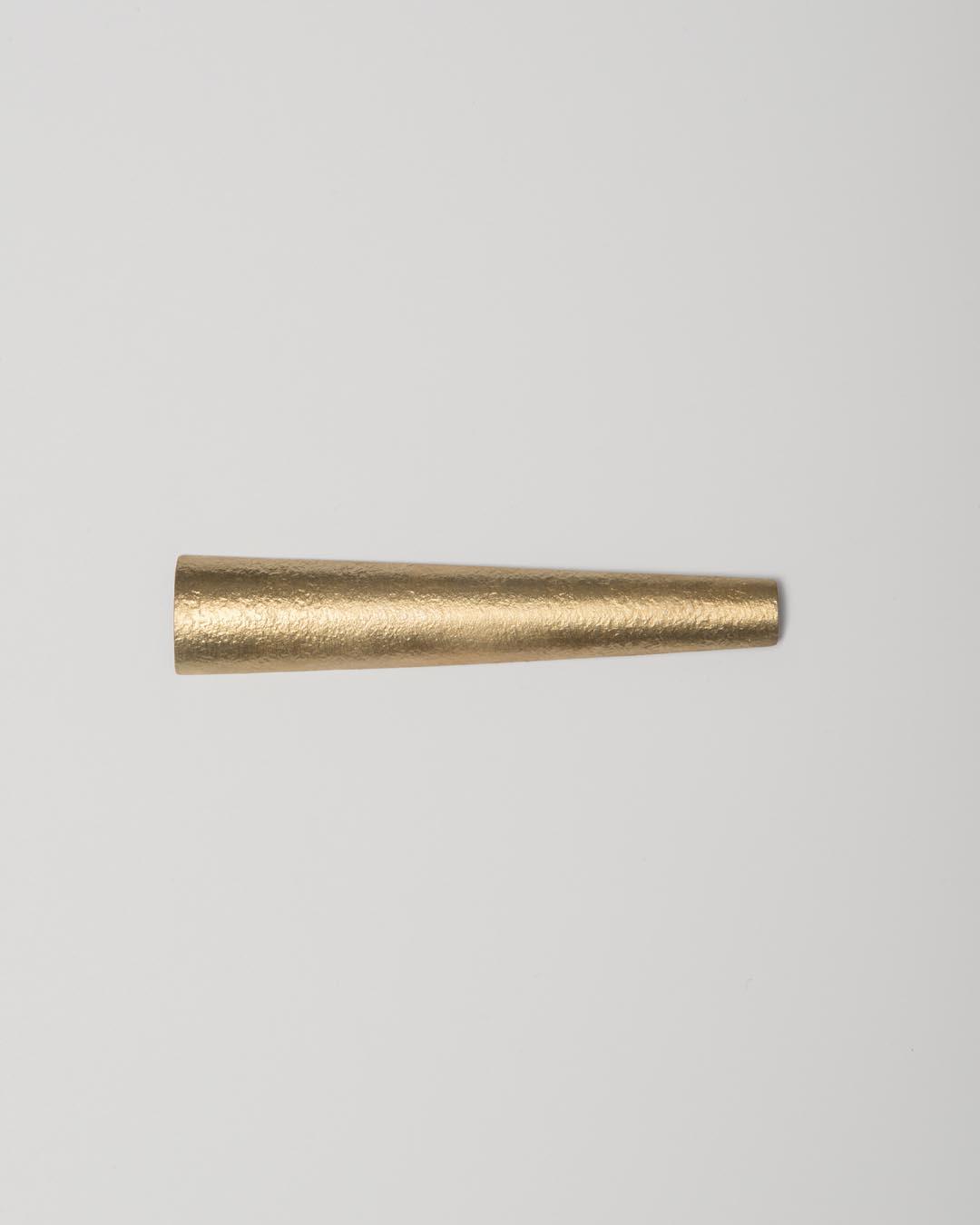 Yasuki Hiramatsu, untitled, brooch; gold-plated silver, €875