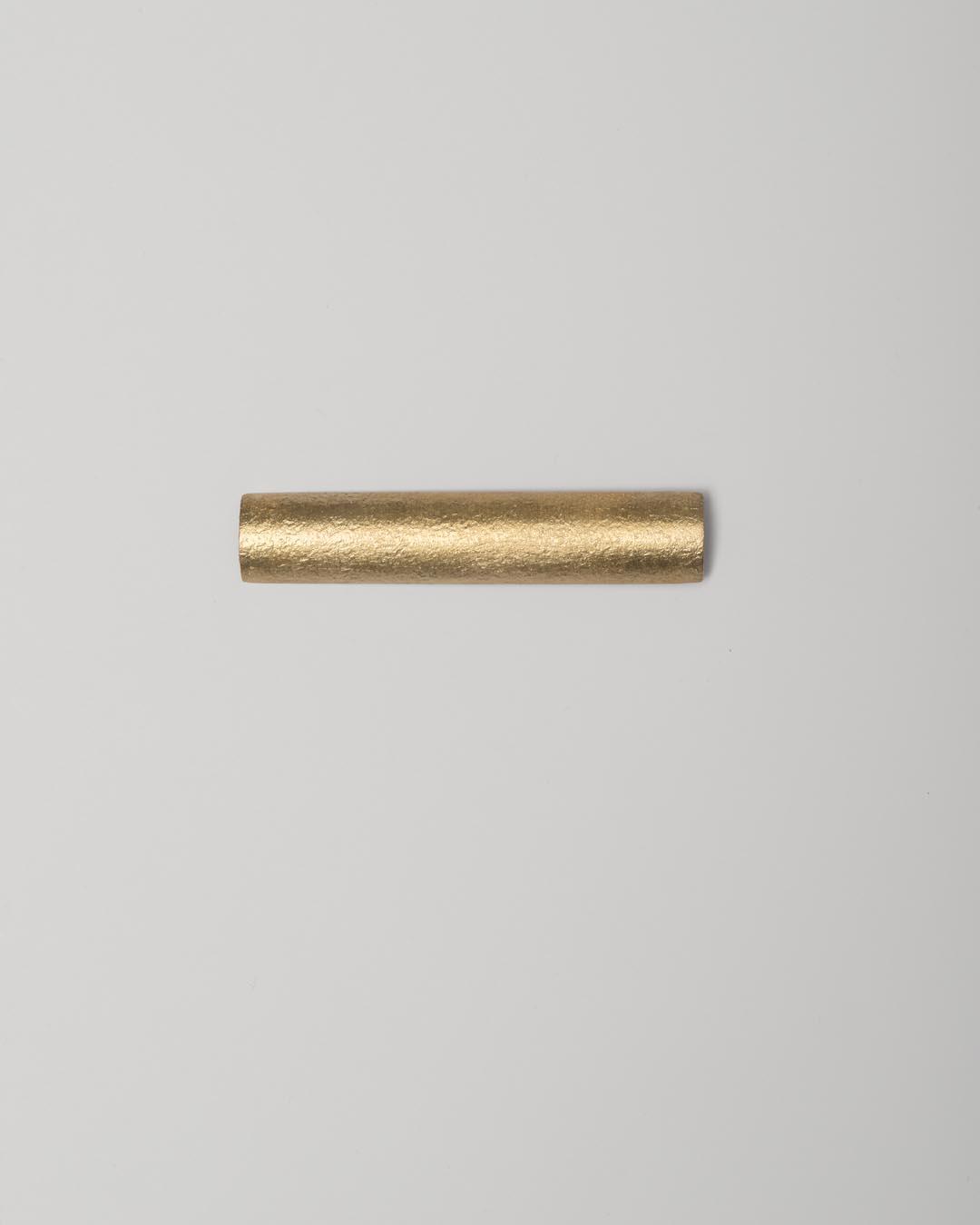 Yasuki Hiramatsu, untitled, brooch; gold-plated silver, 14 x 72 x 4.5 mm, €750