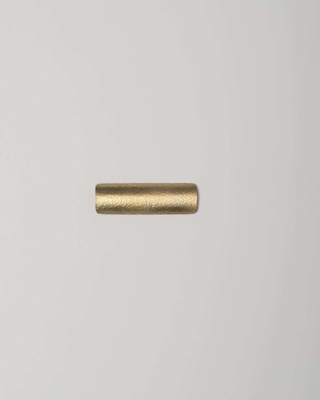 Yasuki Hiramatsu, untitled, brooch; gold-plated silver, 14.5 x 47 x 8 mm, €625