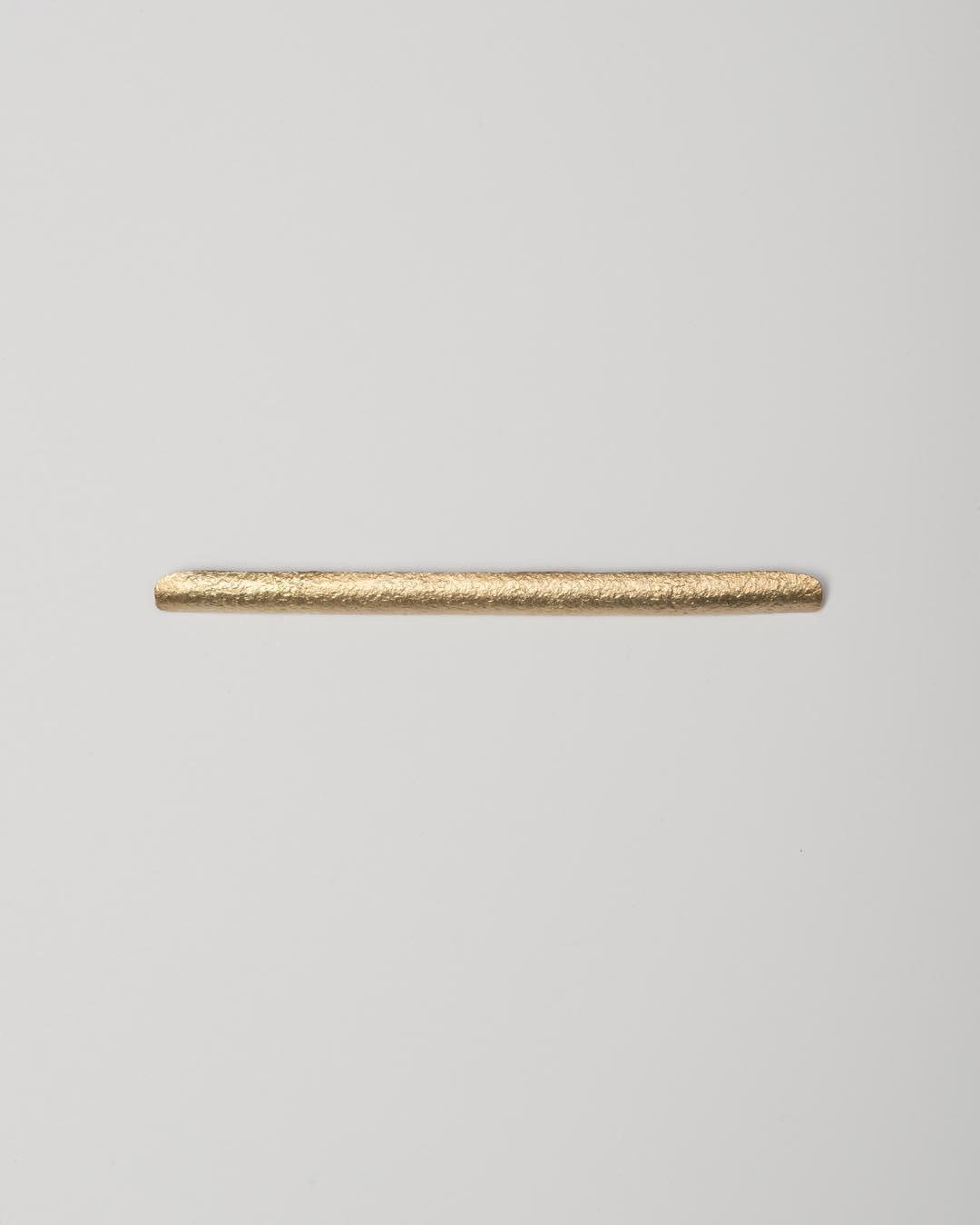 Yasuki Hiramatsu, untitled, brooch; gold-plated silver, 8 x 120 x 2.5 mm, €875