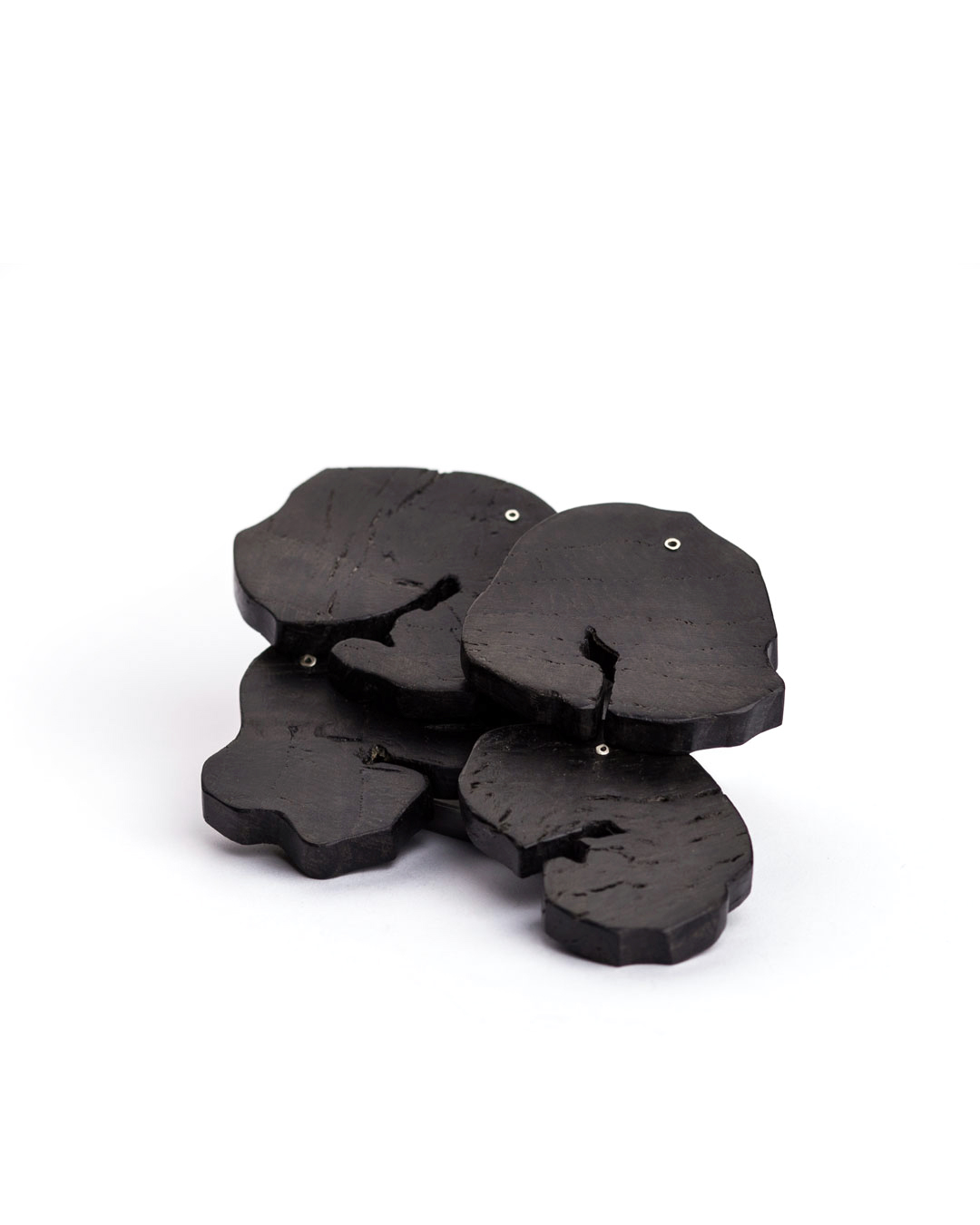 Antje Bräuer, untitled, 2018, brooch; bog oak, silver, steel, 120 x 85 x 15 mm, €1460