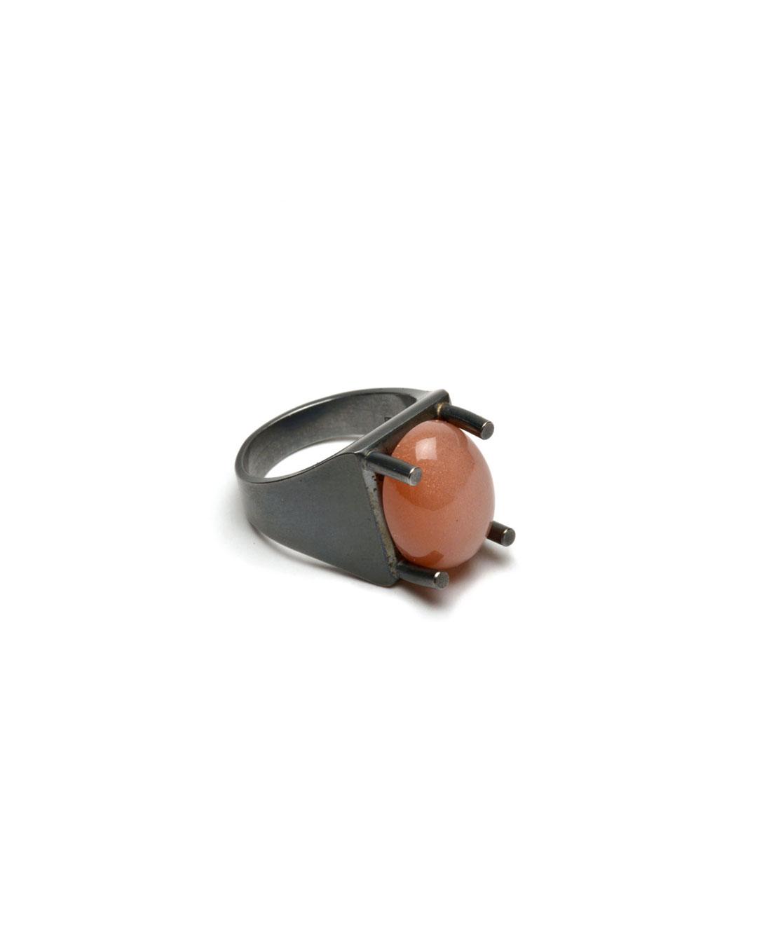 Ute Eitzenhöfer, untitled, 2014, ring; silver, moonstone, 30 x 20 x 15 mm, €500