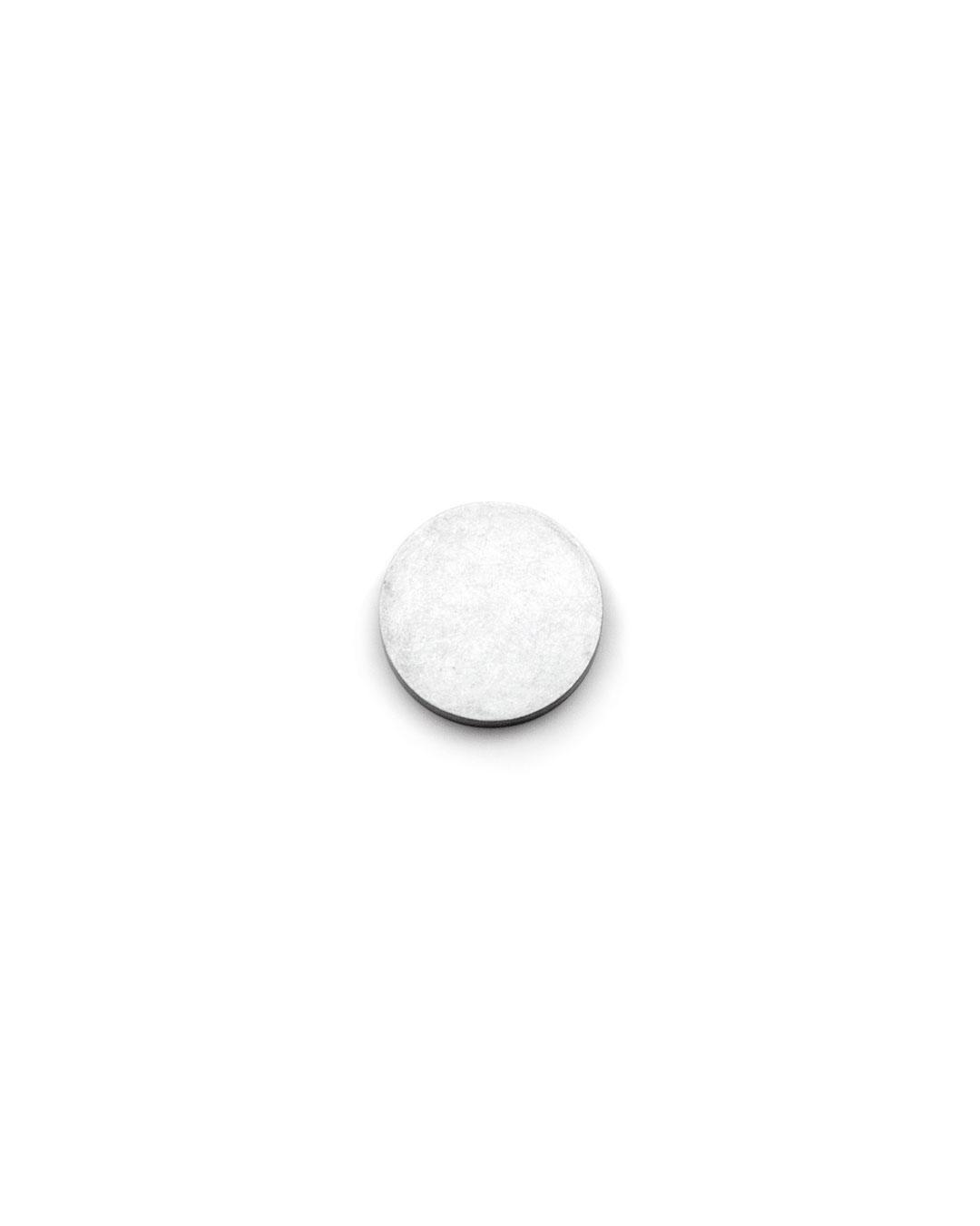 Junwon Jung, untitled, 2015, ring; titan zinc, silver, ø 27 x 5 mm, €610