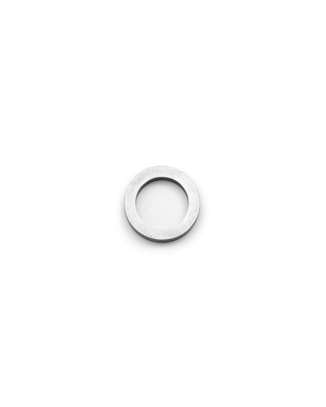 Junwon Jung, untitled, 2015, ring; titan zinc, silver, ø 28 x 5 mm, €610