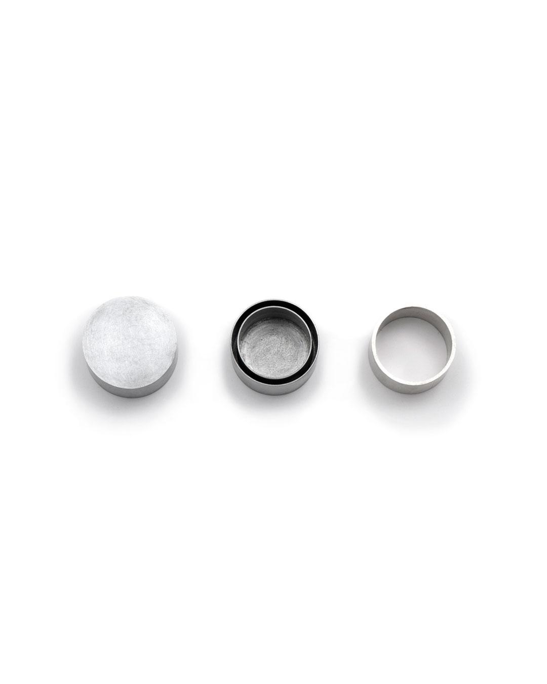 Junwon Jung, untitled, 2015, ring; titan zinc, silver, ø 30 x 17 mm, €850