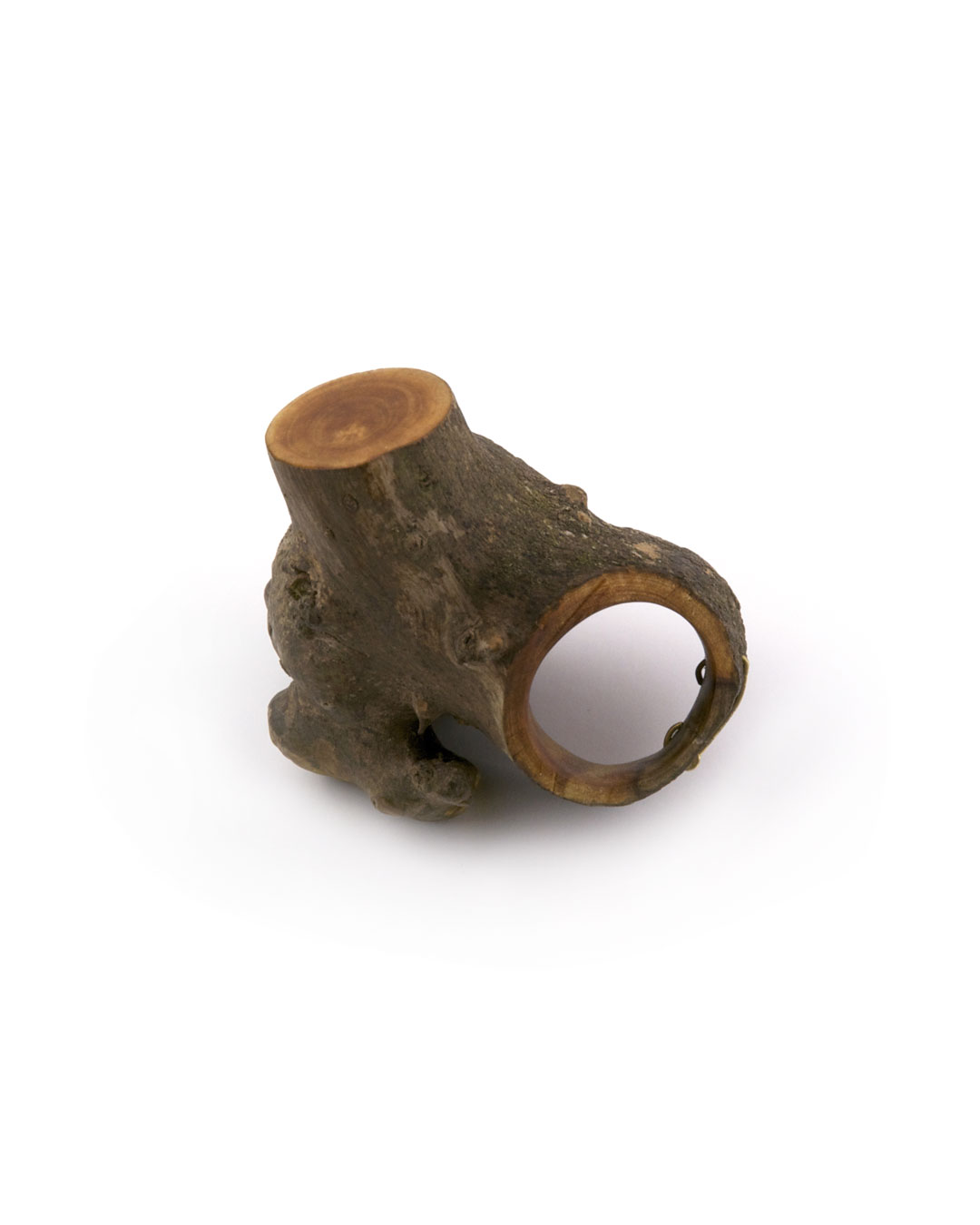 Jenny Klemming, Facet, 2011, ring; apple wood, 18ct gold, lacquer, 52 x 38 x 44 mm, €835