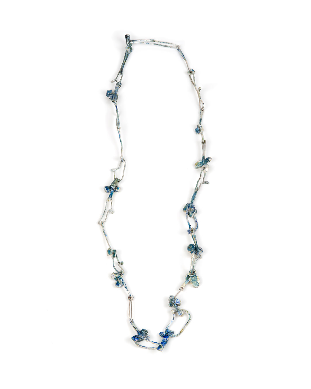 Rudolf Kocéa, Clubs, 2019, necklace; fine silver, enamel, L 800 mm, €2800