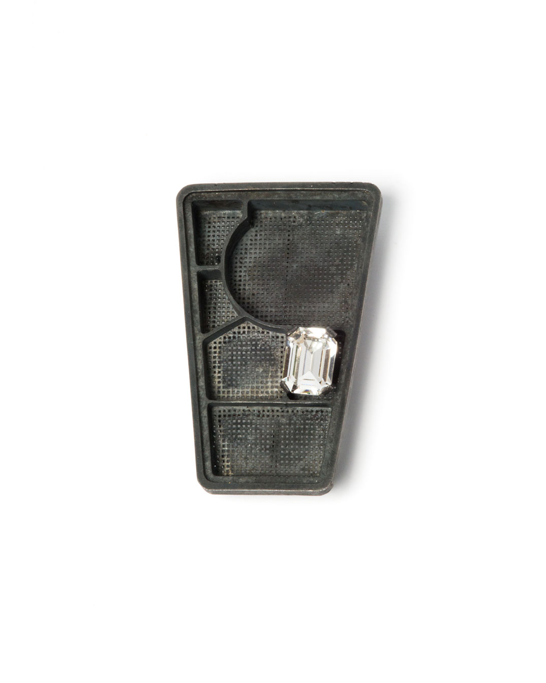 Winfried Krüger, untitled, 2008, brooch; oxidised silver, glass, 80 x 50 mm, €1940 (image 1 of 2)