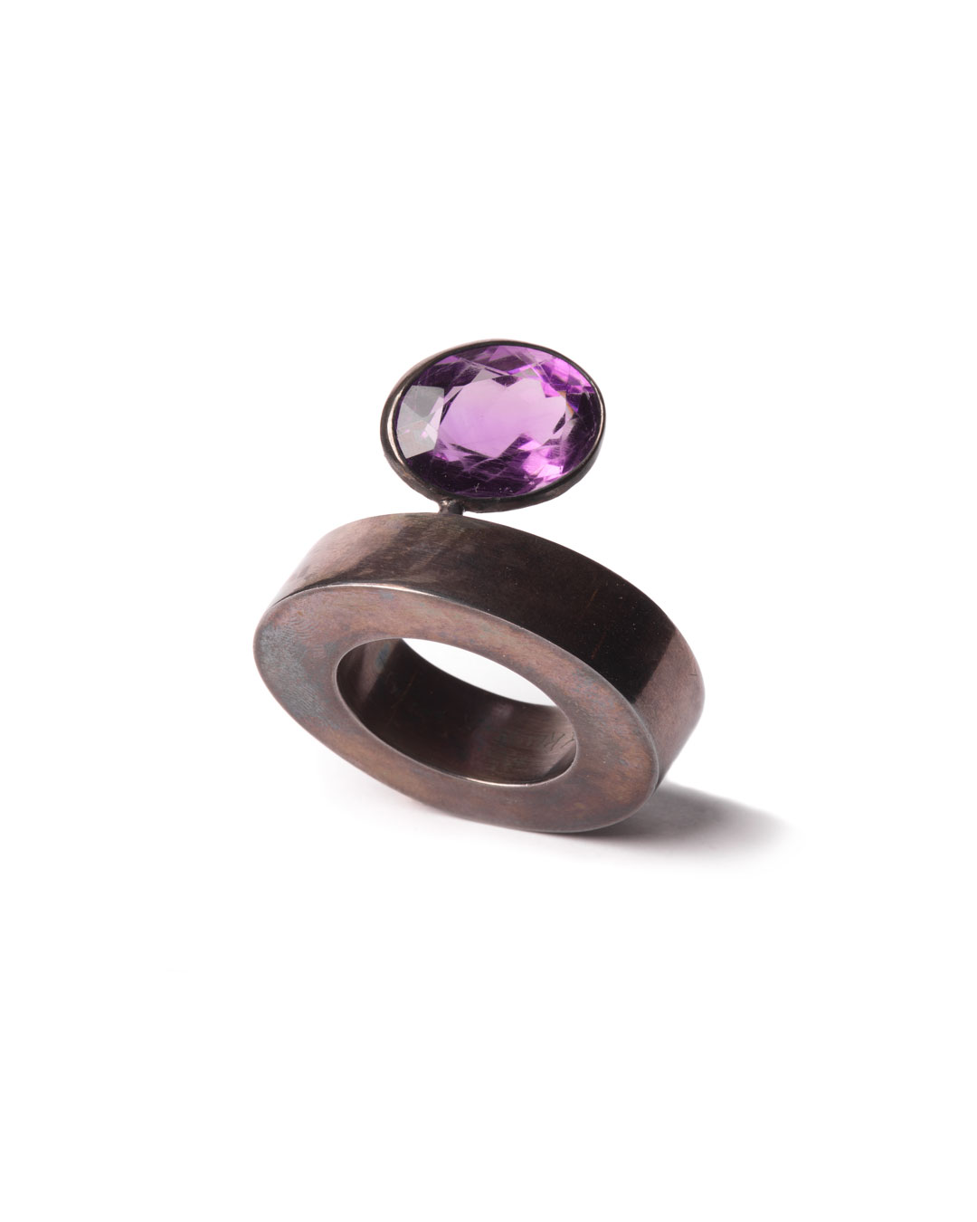 Winfried Krüger, untitled, 1988, ring; oxidised silver, amethyst, 40 x 35 mm, €1455