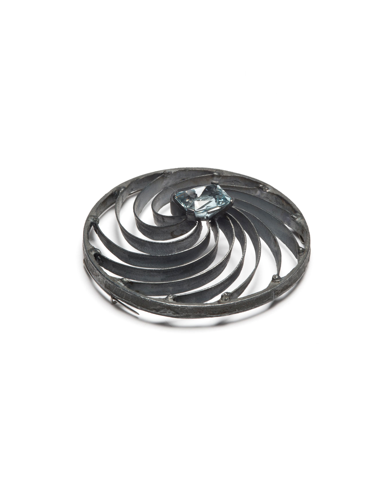 Winfried Krüger, untitled, 1991, brooch; oxidised silver, aquamarine, ø 70 mm, €1940