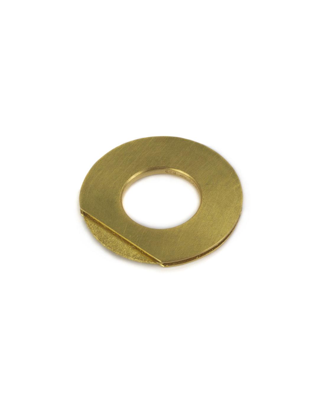 Okinari Kurokawa, untitled, 2002, ring; 20ct gold, ø 34 x 3 mm, €3150