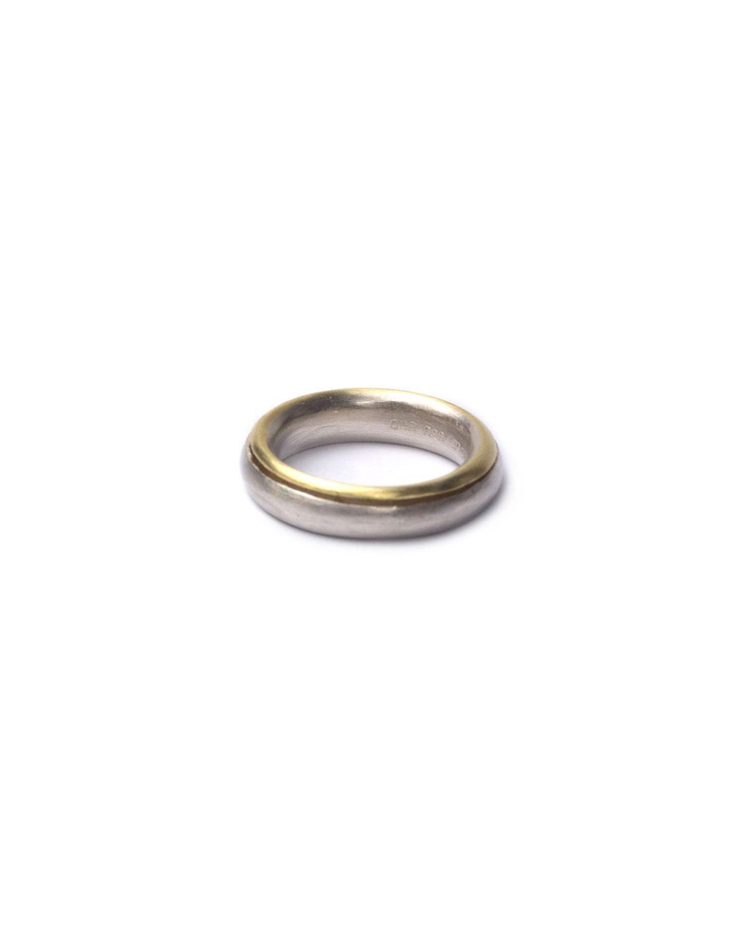 Okinari Kurokawa, untitled, 1998, ring; 970 silver, 900 gold, ø 22 x 5 mm, €950