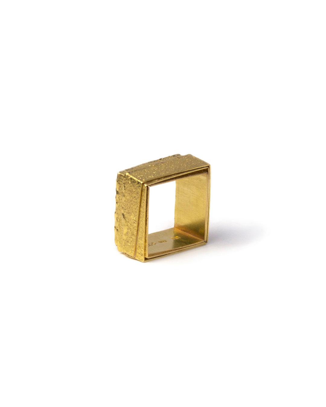 Okinari Kurokawa, untitled, 1998, ring; 18ct gold, 20 x 20  x 12 mm, €1600