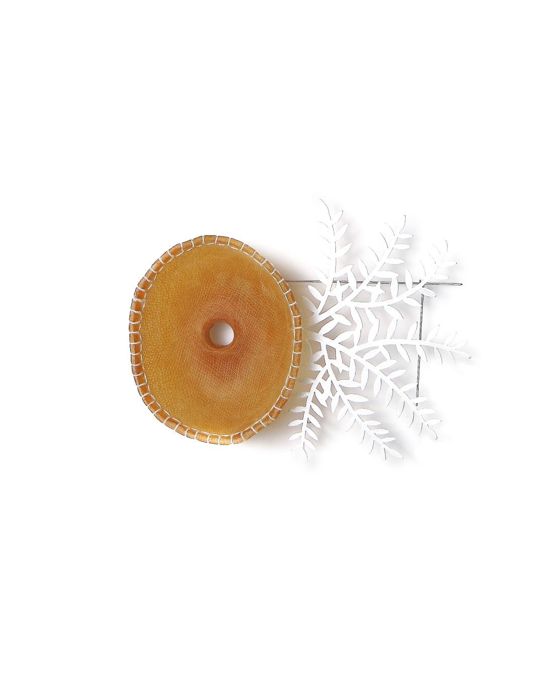Dongchun Lee, Inhale Exhale, 2009, brooch; latex, iron, gauze, thread, paint, 140 x 110 x 30 mm, €1040