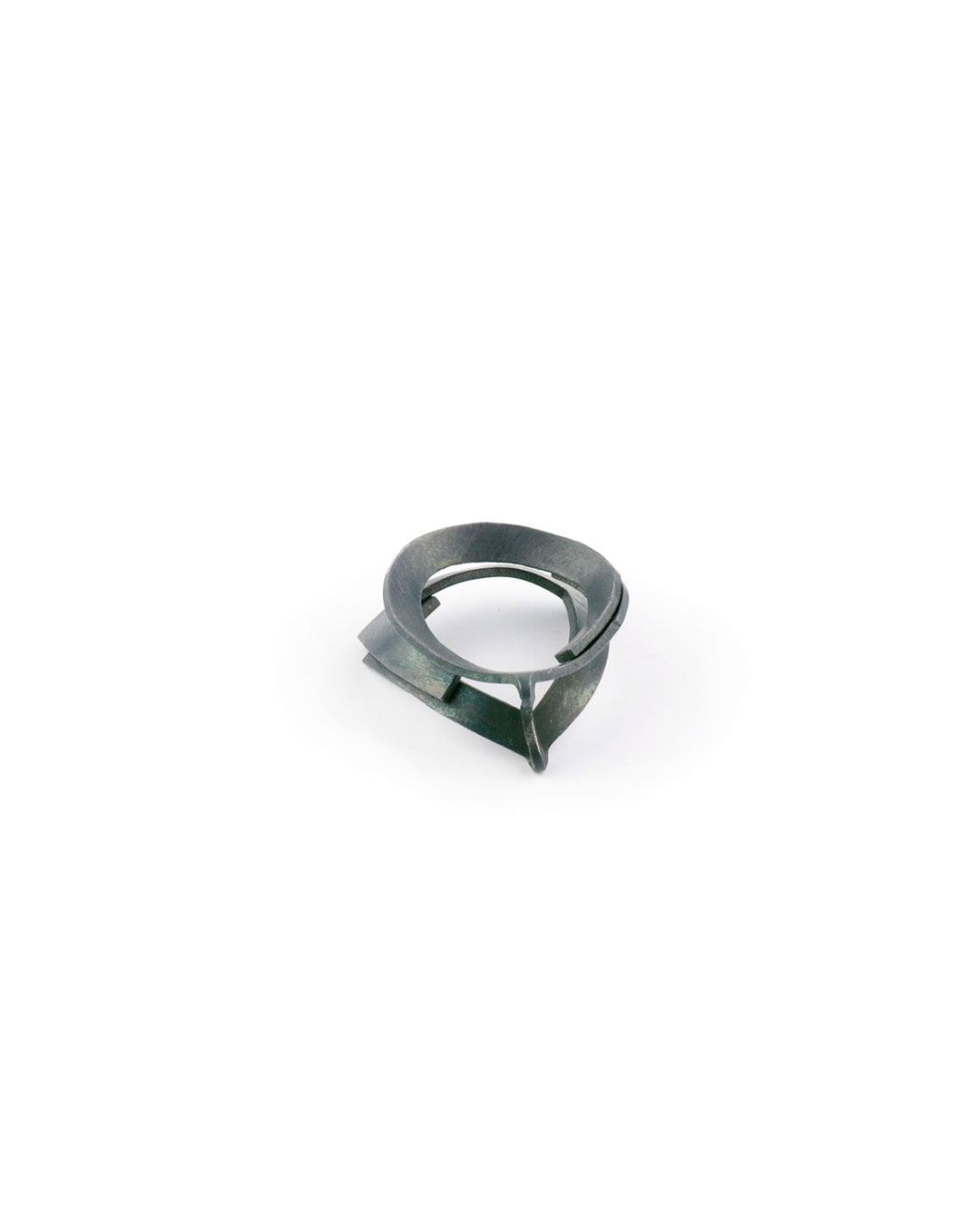 Dongchun Lee, untitled, 1998, ring; steel, 28 x 33 x 10 mm, €190