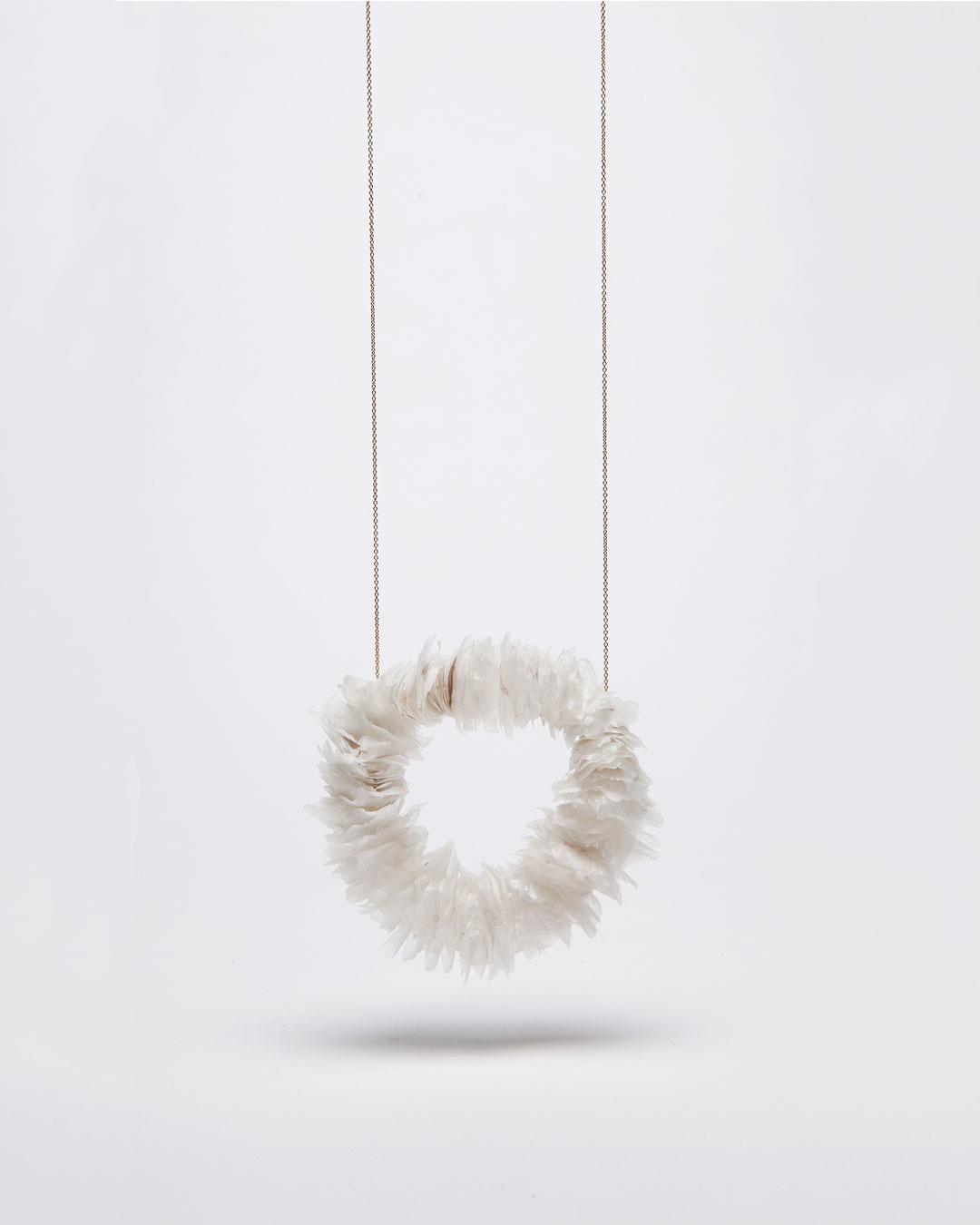 Annamaria Leiste, Meeresraunen 1 (Sea Whisper 1), 2014, necklace; gold, fish scales, 340 x 30 x 10 mm, €885