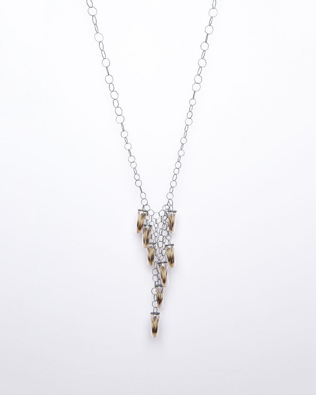 Annamaria Leiste, Der Zeichner, 2015, necklace; glass, silver, hedgehog spines, 260 x 125 x 10 mm, €1550
