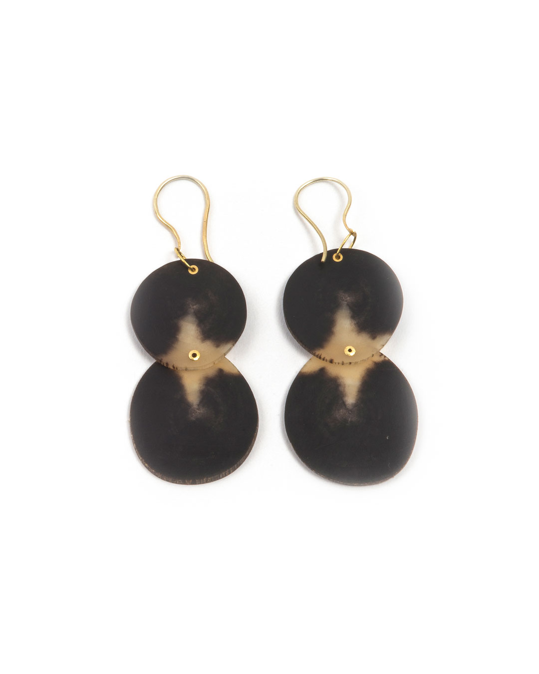 Julie Mollenhauer, untitled (2 Discs), 2019, earrings; buffalo horn, 18ct gold, 14ct gold, 60 x 25 x 3 mm, €720