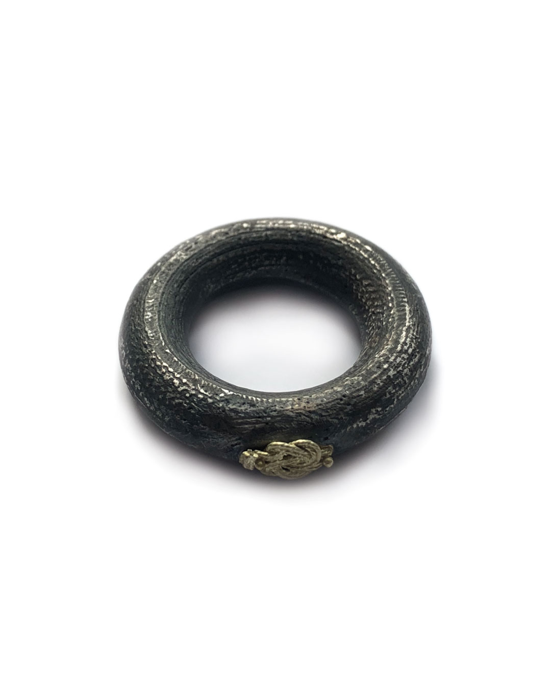 Chequita Nahar, Matti, 2017, ring; silver, 24ct gold, 30 x 30 x 8 mm, €445