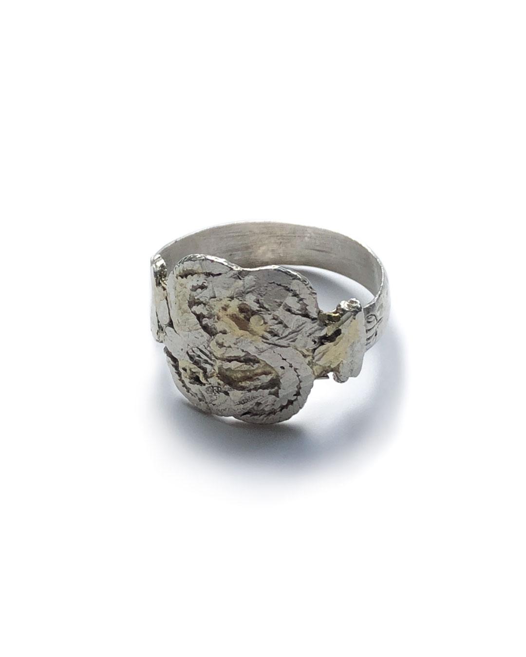 Chequita Nahar, Matti, 2017, ring; silver, 24ct gold, 22 x 22 x 15 mm, €445