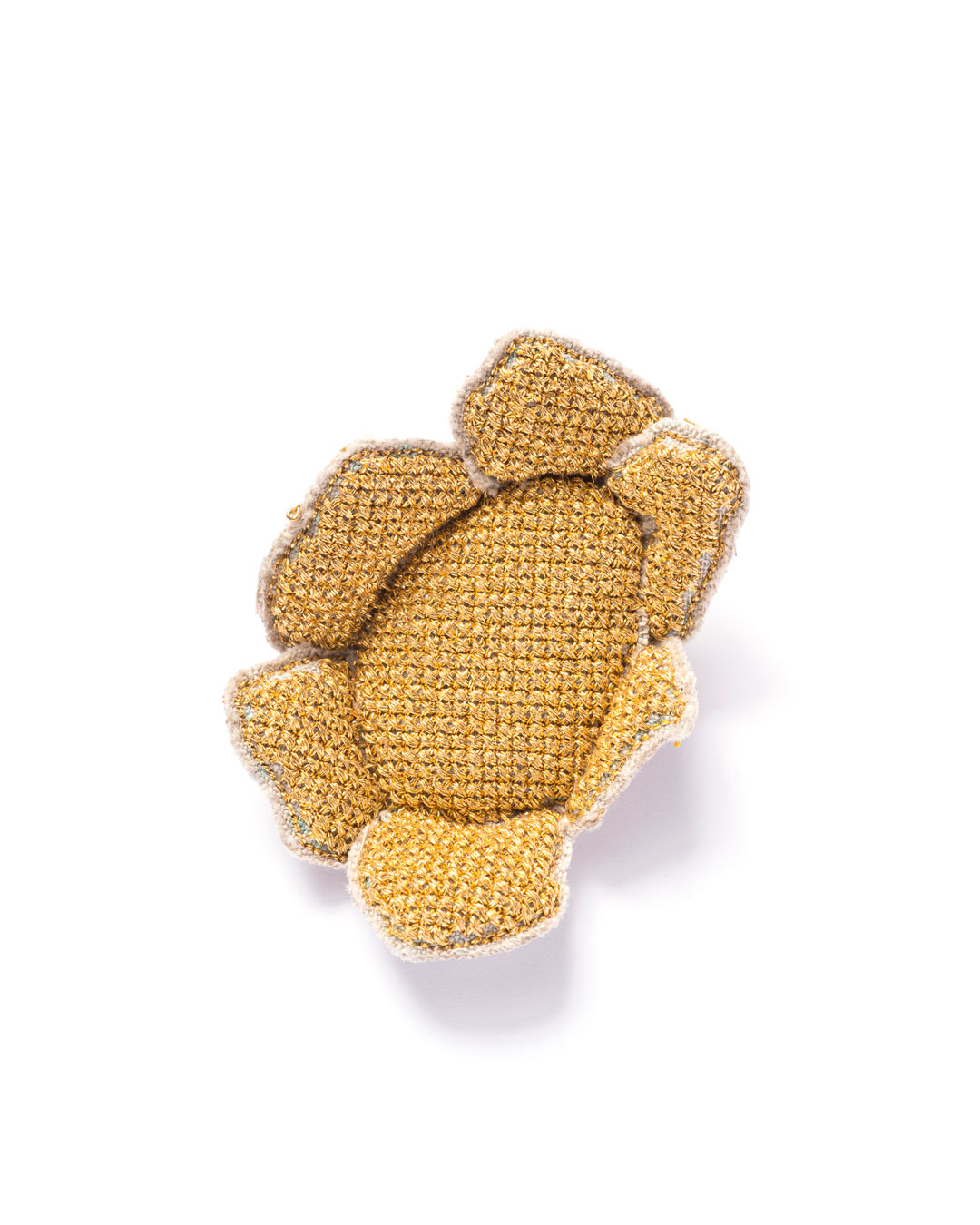 Carla Nuis, Golden Cuddles – Flower Brooch 3 (1/7), 2014, brooch; unbleached linen, 24ct gold kimono thread, linen flax fibres, 80 x 60 x 20 mm, €1250