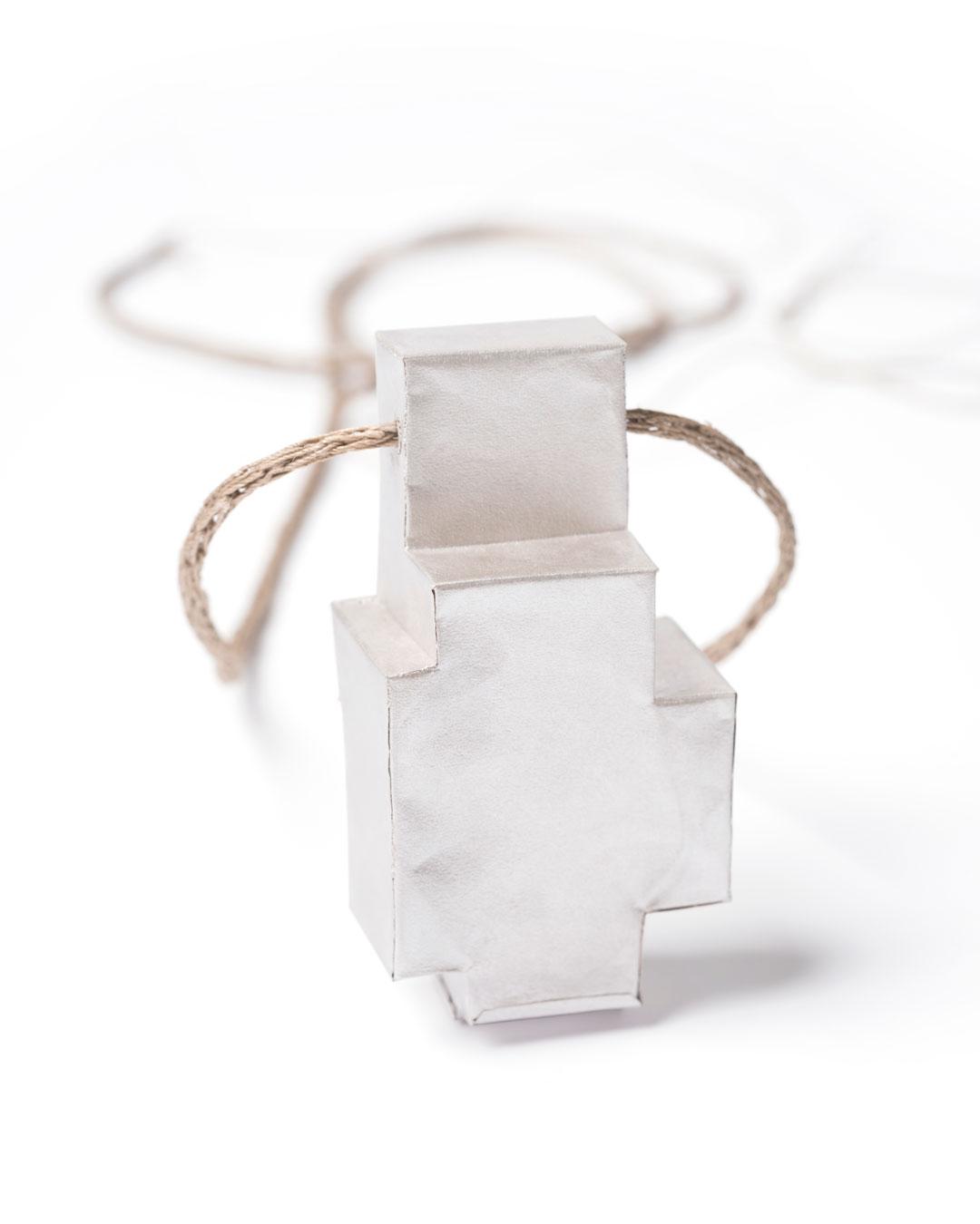 Carla Nuis, Unfurl 1, 2018, pendant; fine silver, linen, 57 x 30 x 18 mm, €710