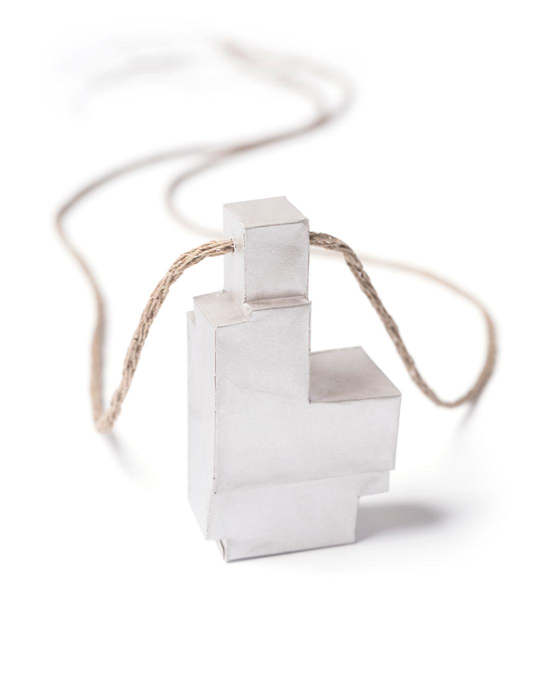 Carla Nuis, Unfurl 3, 2018, pendant; fine silver, linen, 57 x 30 x 17 mm, €710